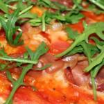 Pizza med parmaskinka och ruccula