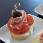 baguette-med-mozzarella-tomat-salami-oliv