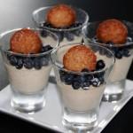 Vaniljpannacotta på Kesella vanilj toppad med blåbär och havreflarn
