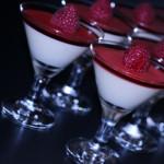 Vaniljkräm med champagnegelé och hallon