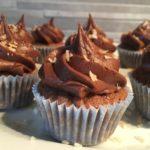 chokladcupcakes-med-chokladfrosting-och-rostad-kokos